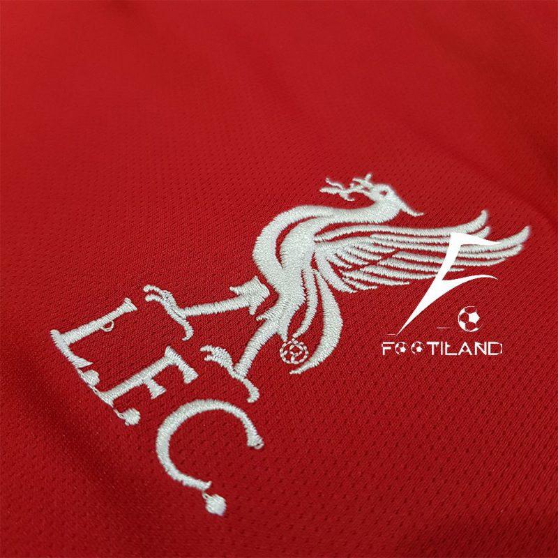 کیت لیورپول 2021 به رنگ قرمز با لوگو و آرم نایک گلدوزی شده