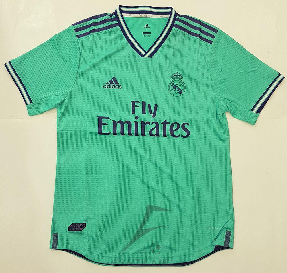 لباس سوم رئال مادرید ورژن پلیر 2020 با زمینه سبز پسته ای و یقه هفت