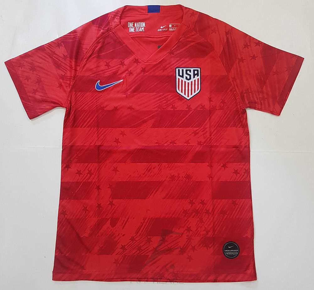لباس دوم آمریکا 2020 با زمینه قرمز