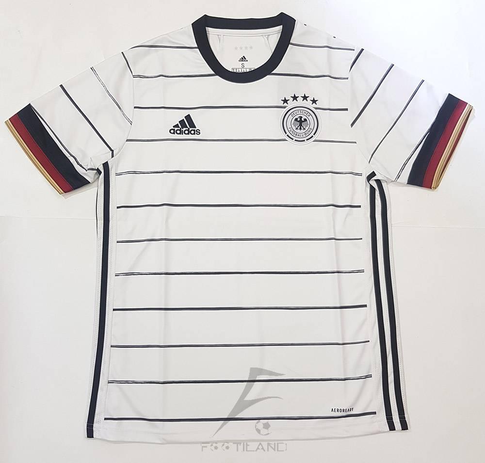 لباس اول آلمان 2020 با زمینه سفید و خط راه راه مشکی یقه پیراهن گرد بصورت تیشرت آستین کوتاه