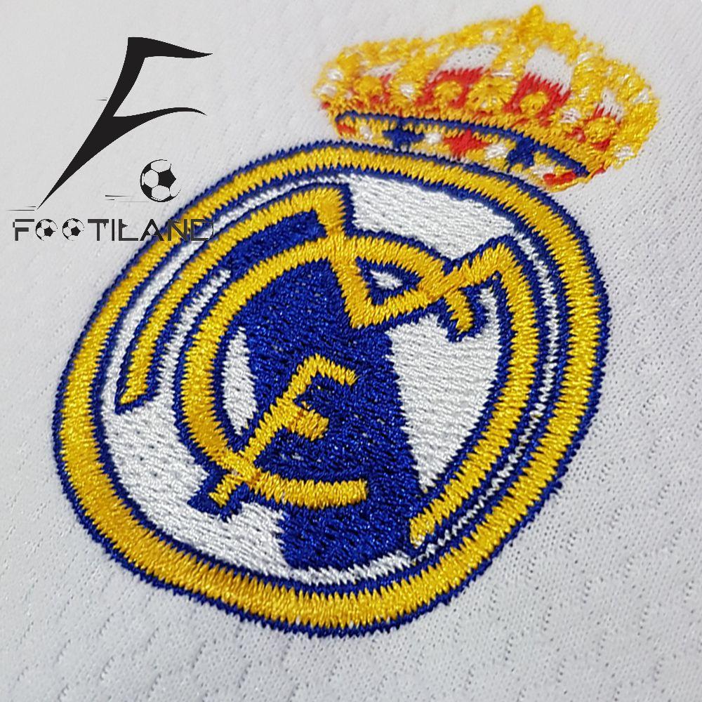 لباس رئال مادرید بچه گانه 2021 به رنگ سفید با لوگو و آرم آدیداس گلدوزی شده