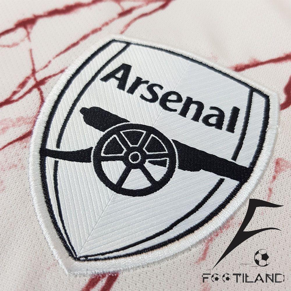 پیراهن دوم آرسنال 2021 با لوگو گلدوزی
